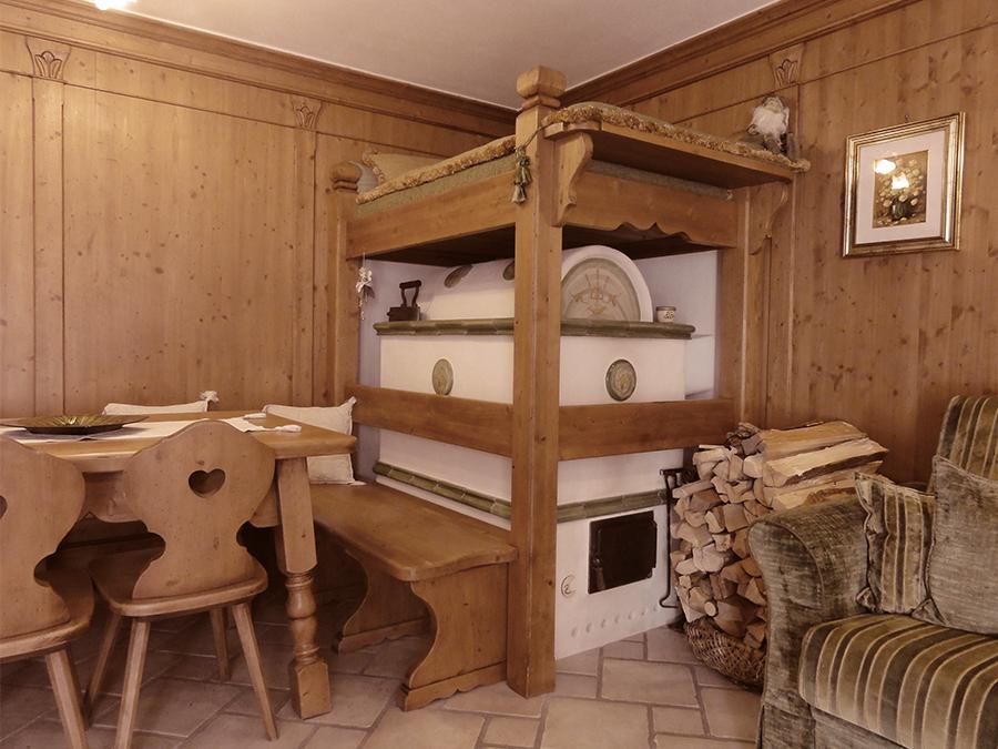 stufa a legna tradizionale con inserti in ceramica - stufe tradizionali