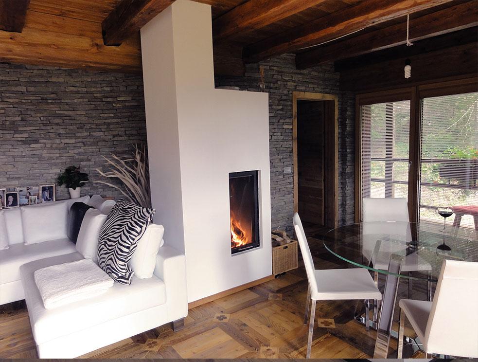 stufa a legna moderna con porta in vetro sali-scendi