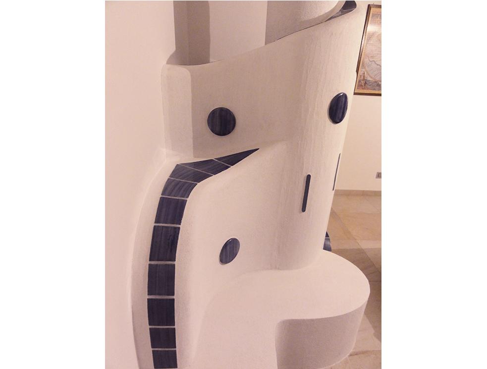 stufa a legna artistica con inserti in ceramica personalizzata